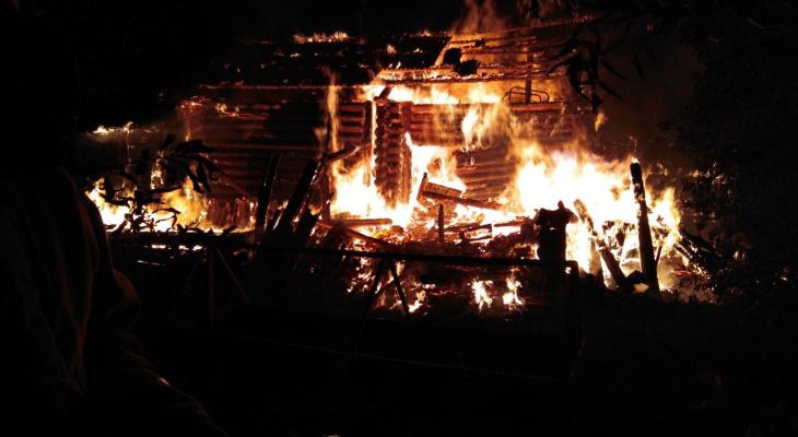 В Фаленках произошел серьезный пожар в частном доме: погибли трое