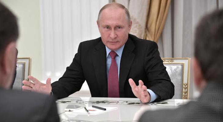 Владимир Путин подписал указ о повышении зарплаты госслужащим