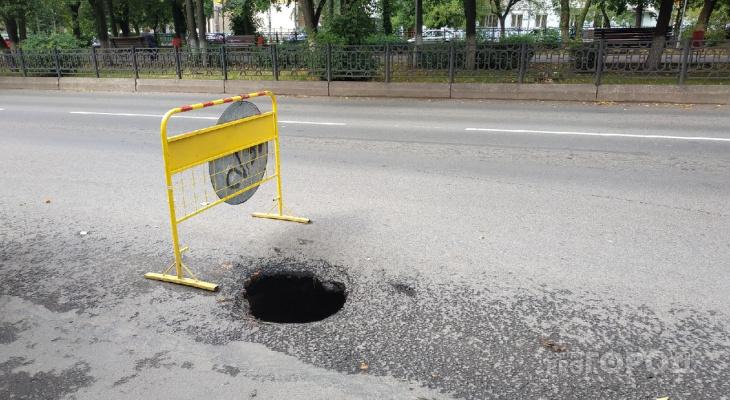 Город уходит под землю: кировчане жалуются на обвалы асфальта после дождя