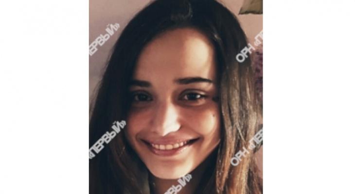 Подозревается в кражах: в Кирове пропала 17-летняя девушка
