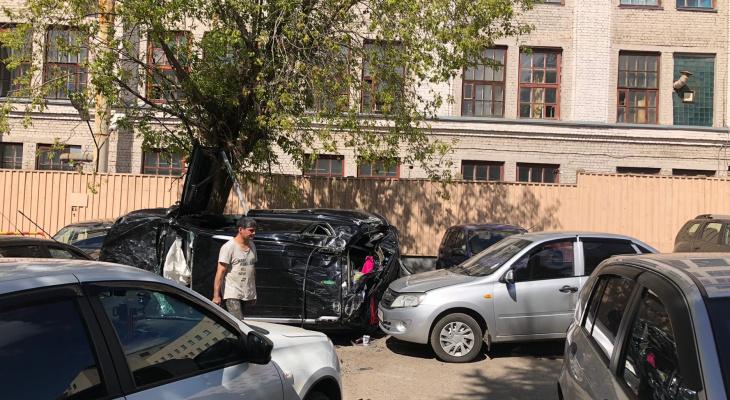 """На парковке у завода """"Маяк"""" произошла серьезная авария: работает реанимация"""