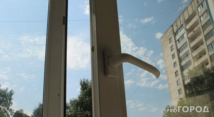 В Омутнинском районе из окна дома выпала трехлетняя девочка