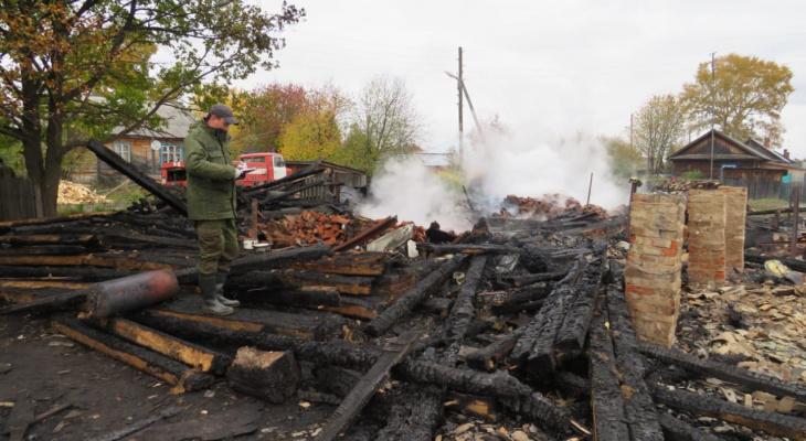 В Омутнинском районе произошел пожар: под завалами нашли два тела