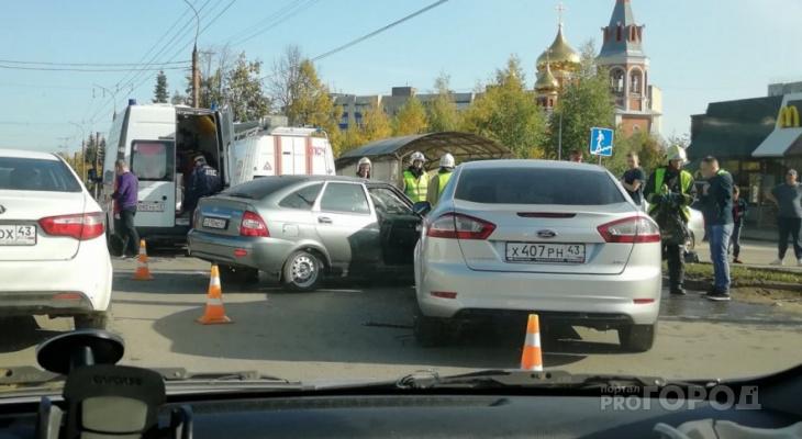 На Воровского столкнулись две легковушки: на месте работают все оперслужбы