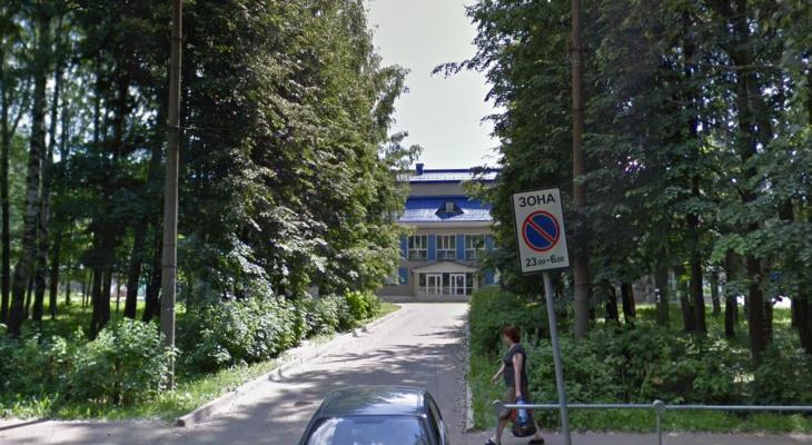 Учеников одной из кировских школ перевели на дистанционное обучение