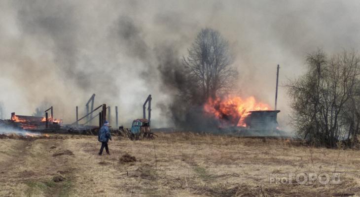 За сутки в пожарах в Кировской области погибли два человека: следком начал проверку