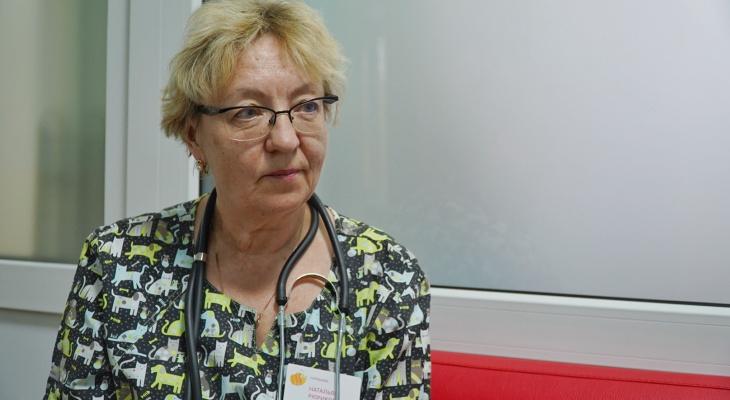«Еда отдавала пластмассой, как будто ем синтетику»: врач детской областной больницы переболела COVID-19
