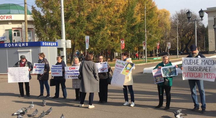 Против масок и социального напряжения: в Кирове прошел пикет ковид-диссидентов
