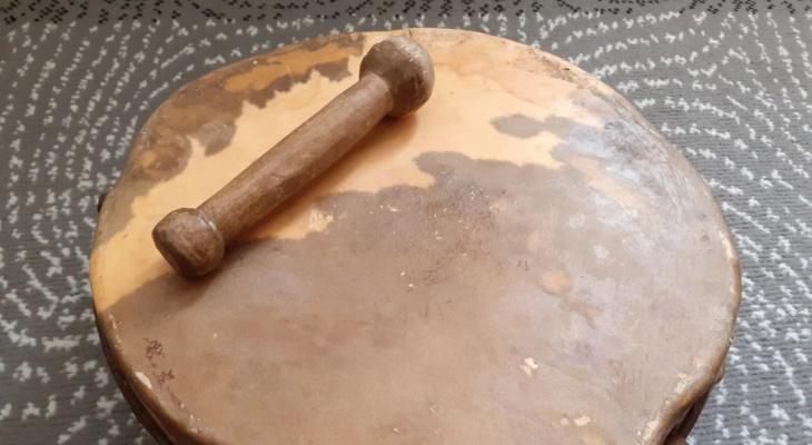 Бубен за 1,5 миллиона и аргентинская гармонь: какие музыкальные инструменты продают кировчане