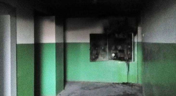 Пожар в жилом доме на Романа Ердякова ликвидировали 6 пожарных расчетов