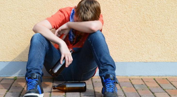 Кировских родителей оштрафовали за употребление алкоголя их детьми-подростками