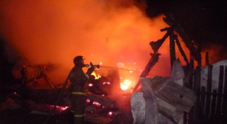 В Вятских Полянах произошел пожар: 1 человек погиб, 1 доставлен в больницу