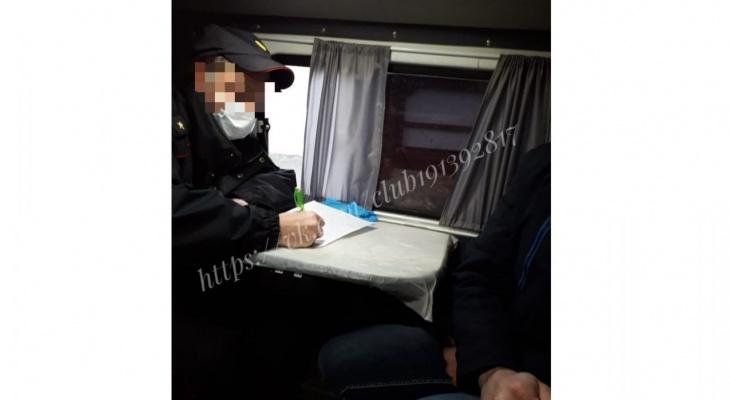 Поступил звонок: в Кирове полиция прервала благотворительное мероприятие