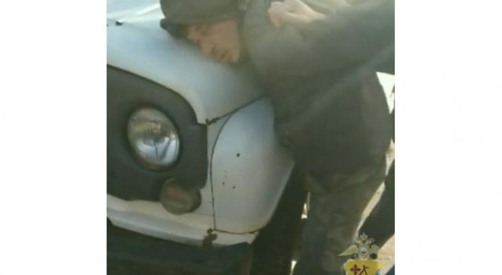 Появилось видео задержания убийцы, который сжег двух человек в Оричах