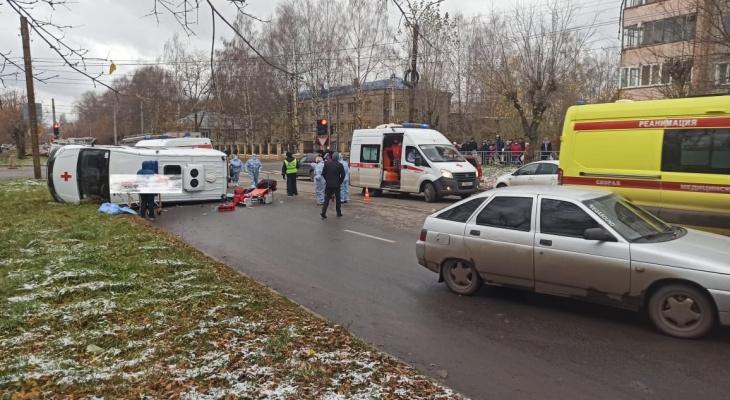 В ДТП с машиной скорой помощи в Кирове пострадали 6 человек
