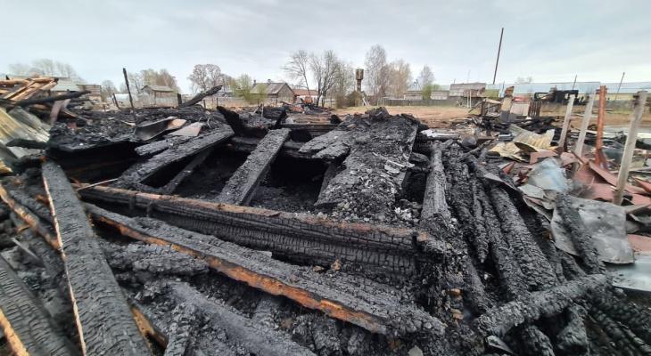 В Кировской области в пожаре погибли женщина и ее сын