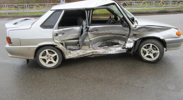 «Машины всмятку»: в Кирове за день на двух перекрестках произошло 2 серьезных ДТП