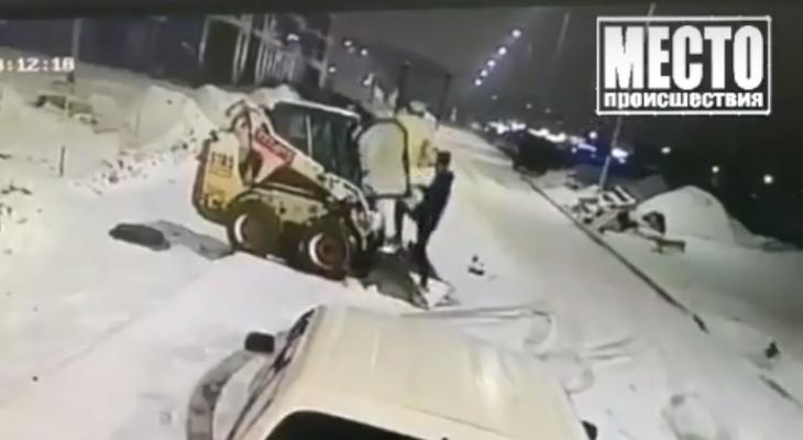В Кирове полиция нашла двух человек, устроивших катание на угнанном снегоуборщике