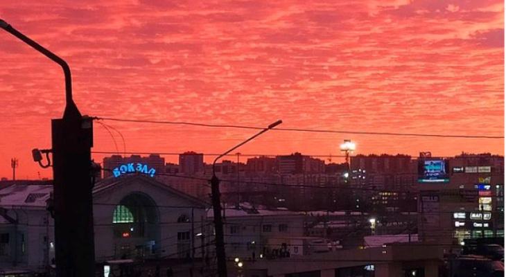 Пламенеющий закат в Кирове: подборка красивых фотографий из соцсетей