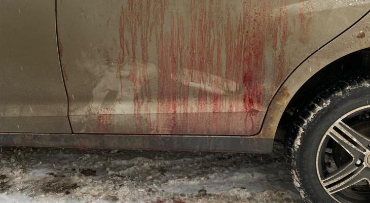 В Кирове таксист с ножевым ранением смог найти росгвардейцев и сообщить о нападении