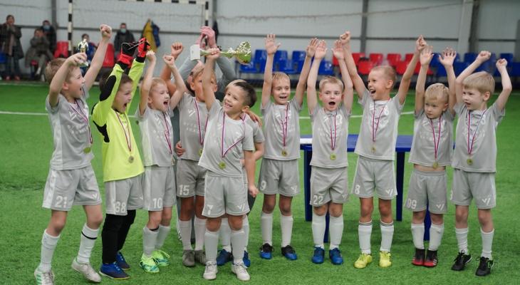 """""""Такого я еще не видел"""": юные кировчане делятся впечатлениями о новом футбольном манеже"""