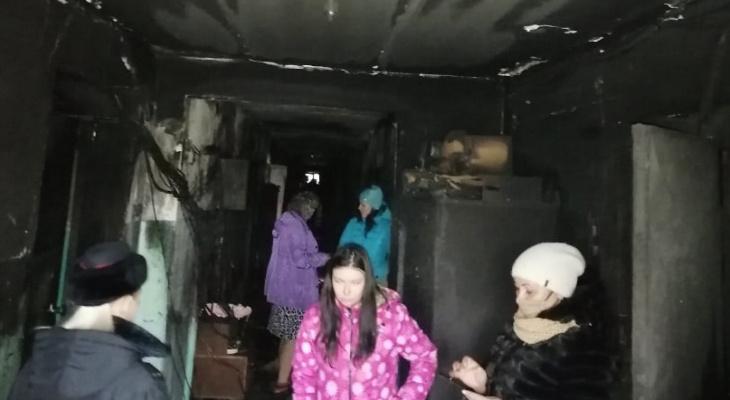 Из-за пожара в кировской коммуналке 5 семей вынуждены жить в обгоревших комнатах