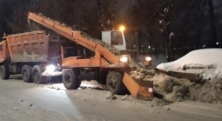 Известно, где в Кирове будут вывозить снег с 15 по 17 января