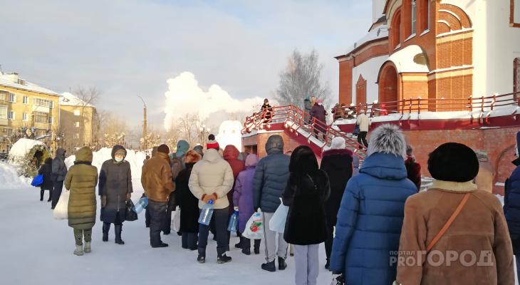 Закрытые купели и очереди за водой: как проходит Крещение в Кирове