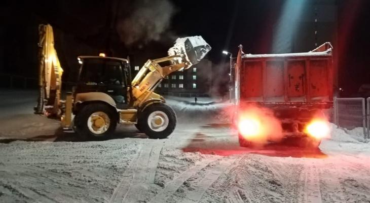 Парковка запрещена: известно, где будут вывозить снег 18-19 января