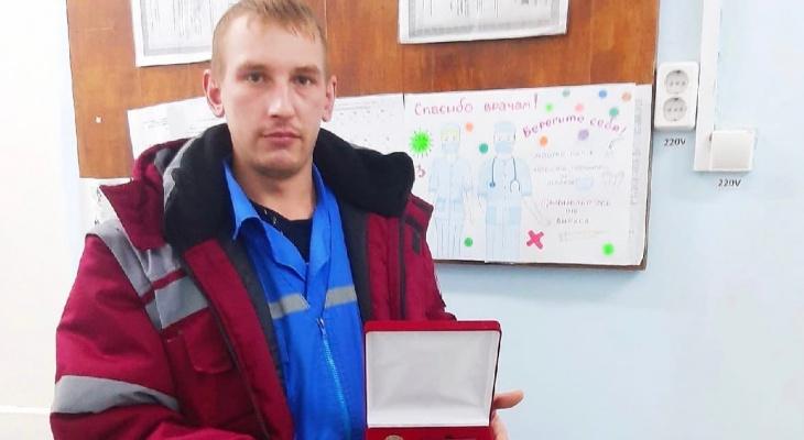 В Кирове фельдшер оказался генетическим близнецом человека, нуждающегося в операции