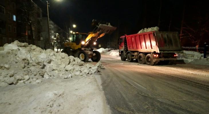 Кировская мэрия опубликовала график вывоза снега на выходные