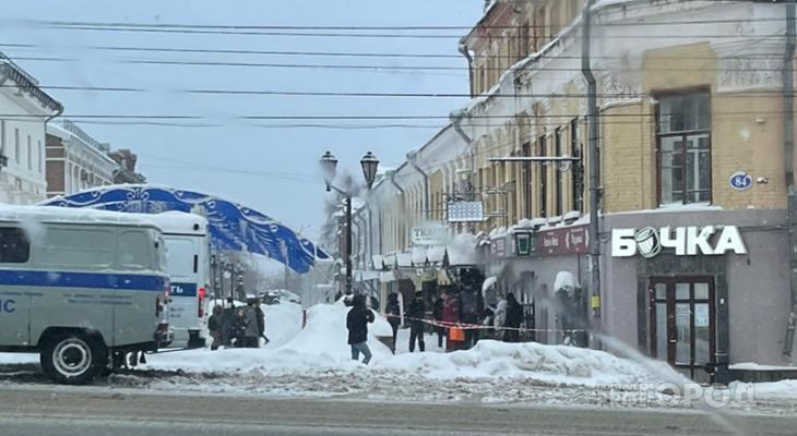 В центре Кирова с крыши упал мужчина: на месте реанимация и полиция