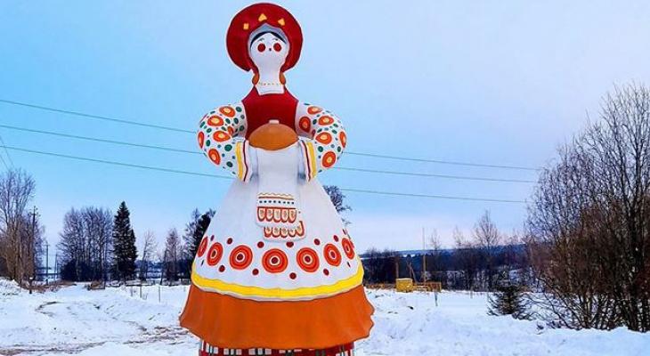 В Кировской области установили трехметровую скульптуру дымковский игрушки