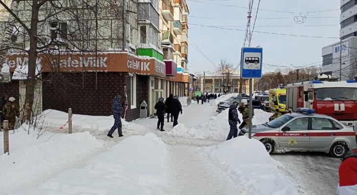 Гостей эвакуировали: в центре Кирова произошел пожар в кафе
