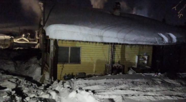 На месте пожара под Кировом нашли тела двух человек