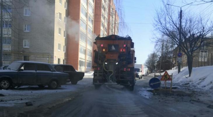 На улице Труда произошла коммунальная авария с утечкой воды