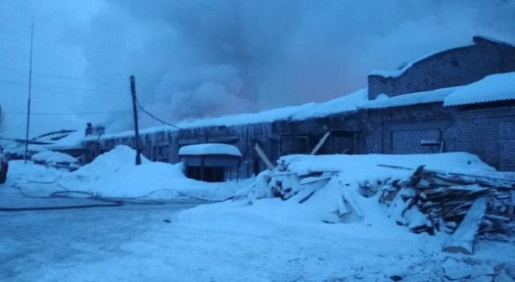 Пожар в Омутнинском АТП: сгорело 10 автобусов