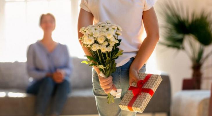 Чего хотят женщины: топ полезных и недорогих подарков на 8 Марта