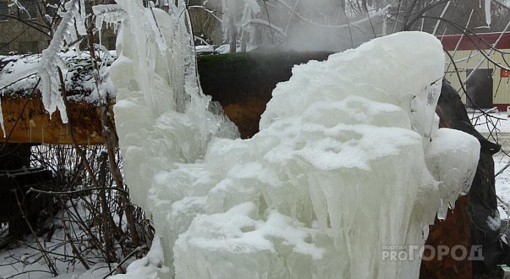 Целая улица в Кирове осталась без воды из-за замерзшей трубы
