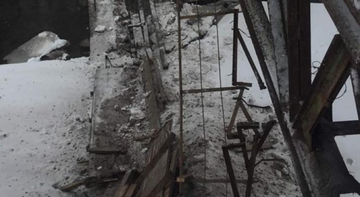 В Вятских Полянах рухнула часть автомобильного моста