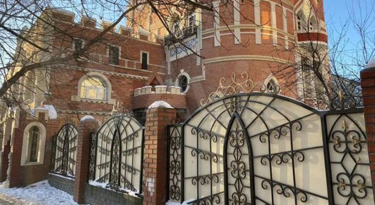 Кировчанин продает на Авито «средневековый замок» за 22 миллиона рублей