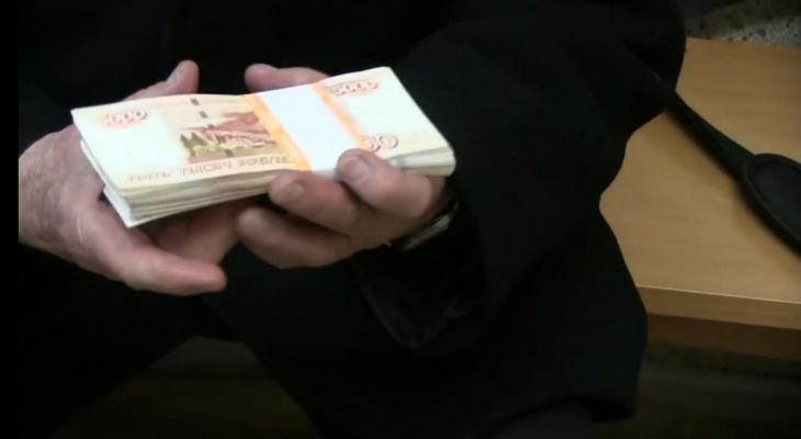В Кирове мошенники обманули пенсионера на 1 млн, но деньги удалось сохранить
