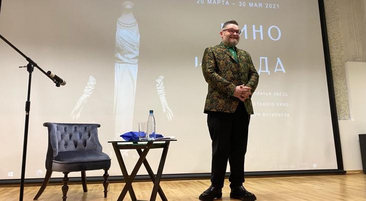 Александру Васильеву подарили копию записи о рождении его вятской бабушки