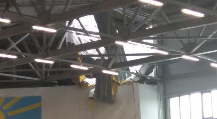 В Кирове в легкоатлетическом манеже рухнула крыша во время соревнований