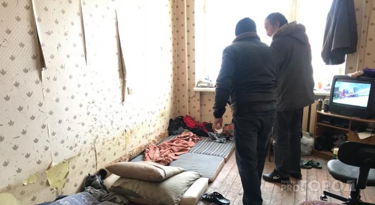 Забрались через окно: в Кирове бездомные поселились в чужой квартире