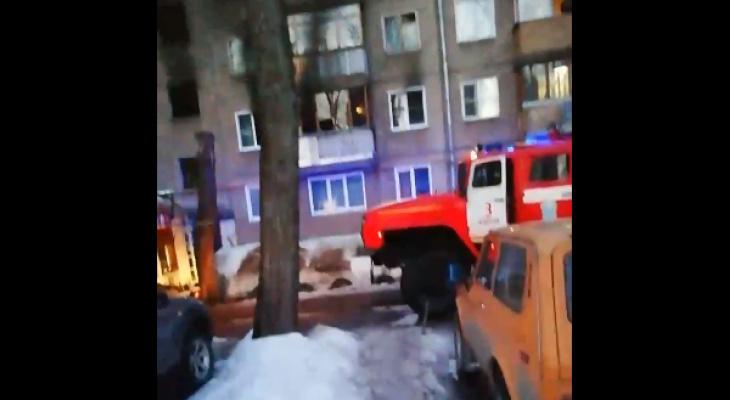 В Кирове короткое замыкание в холодильнике привело к пожару и эвакуации