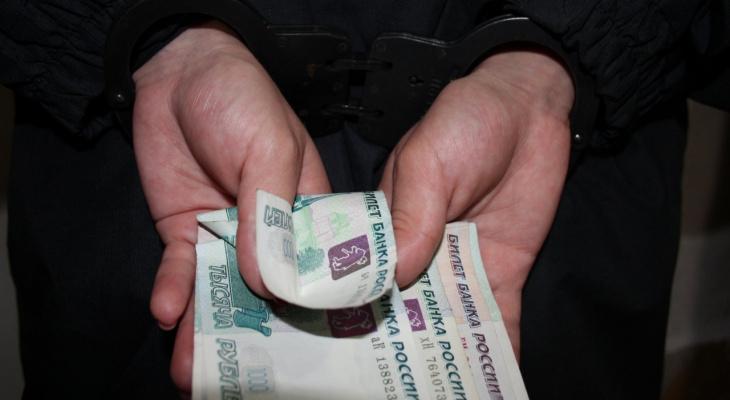 """На трассе """"Вятка"""" москвич предложил автоинспектору взятку 12 000 рублей"""