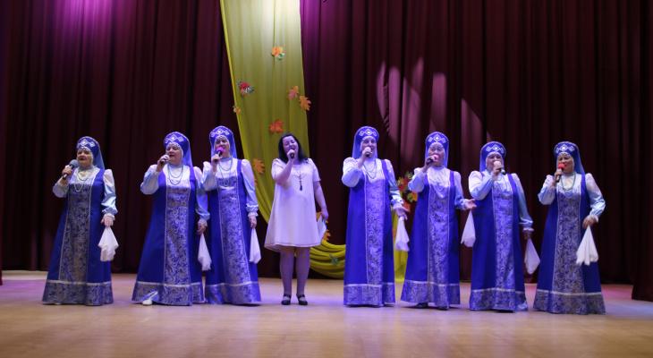 «На концерте в колонии парни плакали, глядя на нас»: жительница Кировской области рассказала о своем ансамбле