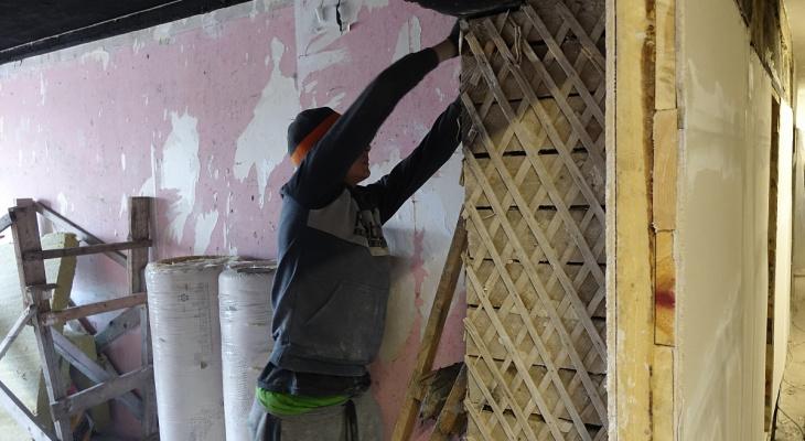 Живущим в обгоревших квартирах жителям Нововятска начали делать ремонт
