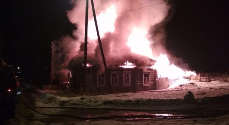 В Кировской области при пожаре в жилом доме погибли 2 человека